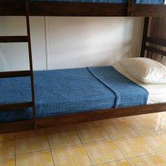 Alice Semporna Backpackers Hostel Кровать в мужском общем номере с двухъярусной кроватью фото 2
