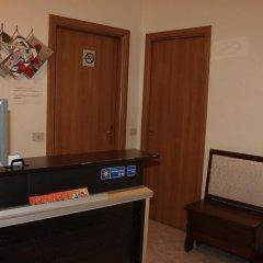 Отель Merulana Star сейф в номере
