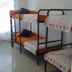Отель Go Bcn Hostal Ideal Badal Стандартный семейный номер с двуспальной кроватью (общая ванная комната) фото 9