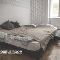 Baroque Hostel Стандартный номер с двуспальной кроватью (общая ванная комната)