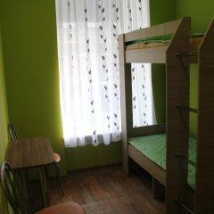 Хостел Позитив Кровать в общем номере с двухъярусной кроватью фото 10