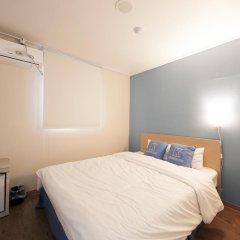 Отель K-guesthouse Sinchon 2 2* Стандартный номер с двуспальной кроватью фото 2