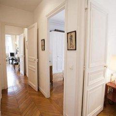 Отель Avenue Montaigne Champs Elysees Paris Париж комната для гостей