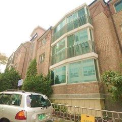 Kimchee Downtown Guesthouse - Hostel парковка