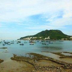 Отель Cozzy Seaview Apartment Вьетнам, Вунгтау - отзывы, цены и фото номеров - забронировать отель Cozzy Seaview Apartment онлайн пляж фото 2