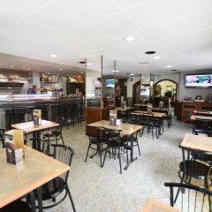 Отель Hostal Los Manos Испания, Бланес - отзывы, цены и фото номеров - забронировать отель Hostal Los Manos онлайн гостиничный бар