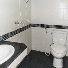 Отель Patong Bay Guesthouse ванная фото 2