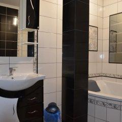 Гостиница Dom u Rodnika Украина, Каменец-Подольский - отзывы, цены и фото номеров - забронировать гостиницу Dom u Rodnika онлайн ванная