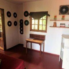 Отель La Familia Resort and Restaurant 3* Стандартный семейный номер с двуспальной кроватью (общая ванная комната) фото 7