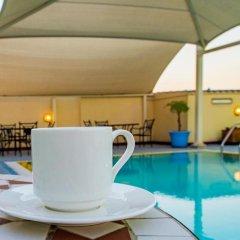 Отель Imperial Suites бассейн