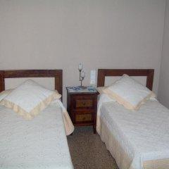 Отель Hostal Restaurante Arasa Стандартный номер с 2 отдельными кроватями