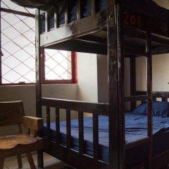 The Roof Backpackers Hostel Кровать в общем номере с двухъярусной кроватью