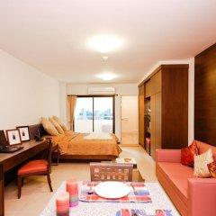 Апартаменты Sitara Place Serviced Apartments Бангкок комната для гостей фото 2