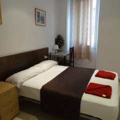 Отель Hostal Mont Thabor Улучшенный номер с различными типами кроватей фото 23