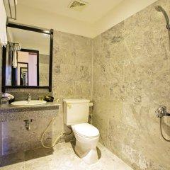 Отель Hoi An Red Frangipani Villa 2* Улучшенный номер с различными типами кроватей фото 5