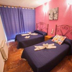 Отель Hostal Nevot Стандартный номер с различными типами кроватей фото 5