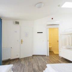 Отель Equity Point Prague Кровать в общем номере с двухъярусной кроватью фото 28