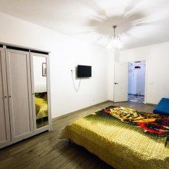Гостиница Kubanskaya Naberezhnaya 64 в Краснодаре отзывы, цены и фото номеров - забронировать гостиницу Kubanskaya Naberezhnaya 64 онлайн Краснодар комната для гостей фото 2