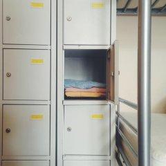 Borscht Hostel Kiev сейф в номере
