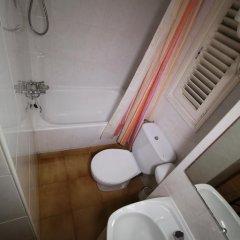 Отель Estudis Àfrica ванная фото 2