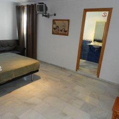 Отель Hostal El Alferez Испания, Вехер-де-ла-Фронтера - отзывы, цены и фото номеров - забронировать отель Hostal El Alferez онлайн комната для гостей фото 4
