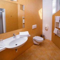 Отель Hof Hotel Sfinksas Литва, Каунас - отзывы, цены и фото номеров - забронировать отель Hof Hotel Sfinksas онлайн ванная фото 2