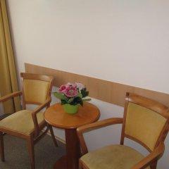 Hotel Jana / Pension Domov Mladeze Стандартный номер с различными типами кроватей (общая ванная комната) фото 10