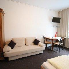 Отель Pension/Guesthouse am Hauptbahnhof Стандартный номер с двуспальной кроватью (общая ванная комната) фото 21