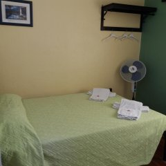 Отель Pensao Residencial Flor dos Cavaleiros 2* Стандартный номер с двуспальной кроватью (общая ванная комната)