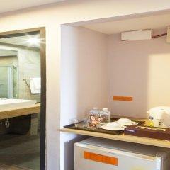 Livotel Hotel Lat Phrao Bangkok 3* Улучшенный номер двуспальная кровать фото 5