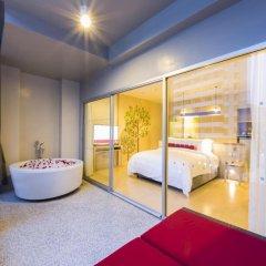 Отель Ramada by Wyndham Phuket Deevana Patong Номер Делюкс с двуспальной кроватью