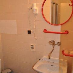 Hotel Svornost 3* Стандартный номер с 2 отдельными кроватями фото 17