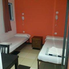 Отель Safestay Passeig de Gracia 2* Стандартный номер с 2 отдельными кроватями фото 3