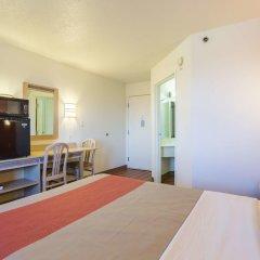 Отель Motel 6 Dale 2* Стандартный номер с различными типами кроватей фото 5