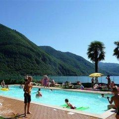 Отель La Piazza Porlezza Порлецца бассейн