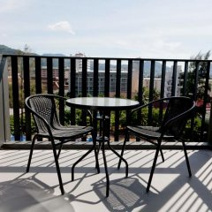 Отель The Deck Condo Patong балкон