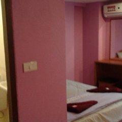 Отель Sun Shay Guest House Pattaya сейф в номере
