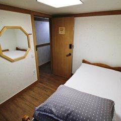 Отель Hi Jun Guesthouse Hongdae 2* Стандартный номер с различными типами кроватей фото 4