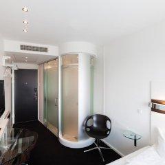Отель Wakeup Copenhagen - Carsten Niebuhrs Gade 2* Стандартный номер с различными типами кроватей фото 9