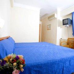 Отель Hostal La Lonja Стандартный номер с различными типами кроватей фото 2