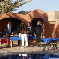 Отель Auberge Les Roches Марокко, Мерзуга - отзывы, цены и фото номеров - забронировать отель Auberge Les Roches онлайн бассейн фото 2