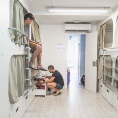Hostel One Ramblas Кровать в общем номере фото 3