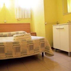 Отель Hostal Delfos Стандартный номер с двуспальной кроватью (общая ванная комната)