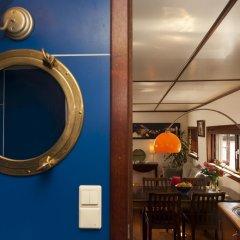 Отель Noah's houseboat Amsterdam Нидерланды, Амстердам - отзывы, цены и фото номеров - забронировать отель Noah's houseboat Amsterdam онлайн удобства в номере