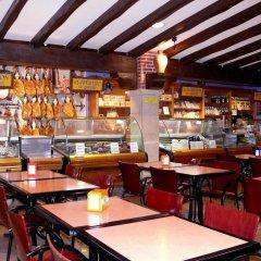 Отель Complejos J-Enrimary гостиничный бар