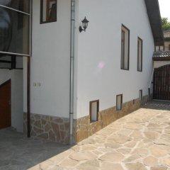 Отель Penevi Guest House Болгария, Боженци - отзывы, цены и фото номеров - забронировать отель Penevi Guest House онлайн парковка