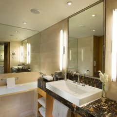 Отель Hilton Beijing 4* Номер Делюкс с различными типами кроватей