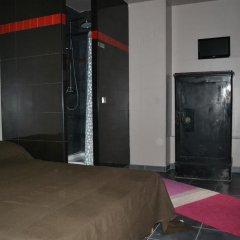 Отель Hôtel Obododo Париж сейф в номере