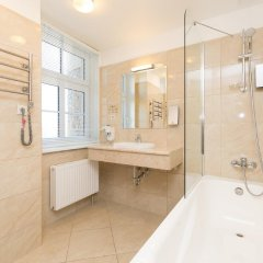 Rixwell Gertrude Hotel 4* Стандартный семейный номер с двуспальной кроватью фото 12