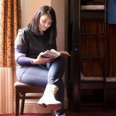 Отель Palmers Lodge Swiss Cottage Кровать в женском общем номере фото 7